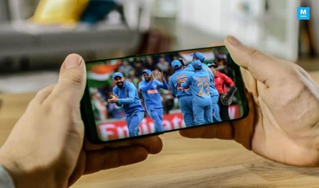 Watch Live Cricket Streaming on Your Smartphone