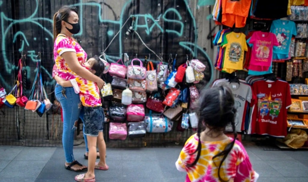 Economic Hardship Pushes Thai Single Mothers to Make Tough Choices