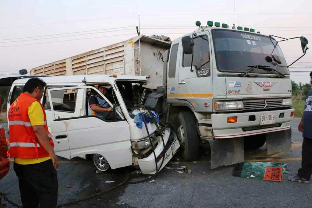 Fifteen Students Injured after School Van Collides with Semi-Trailer Truck