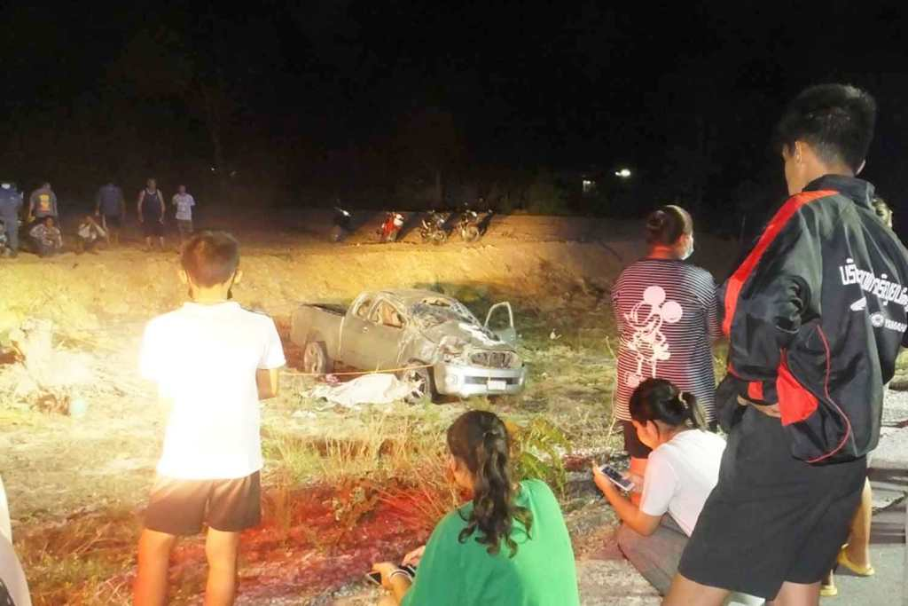 Driver Killed After Pickup Crashes and Overturns n Central Thailand
