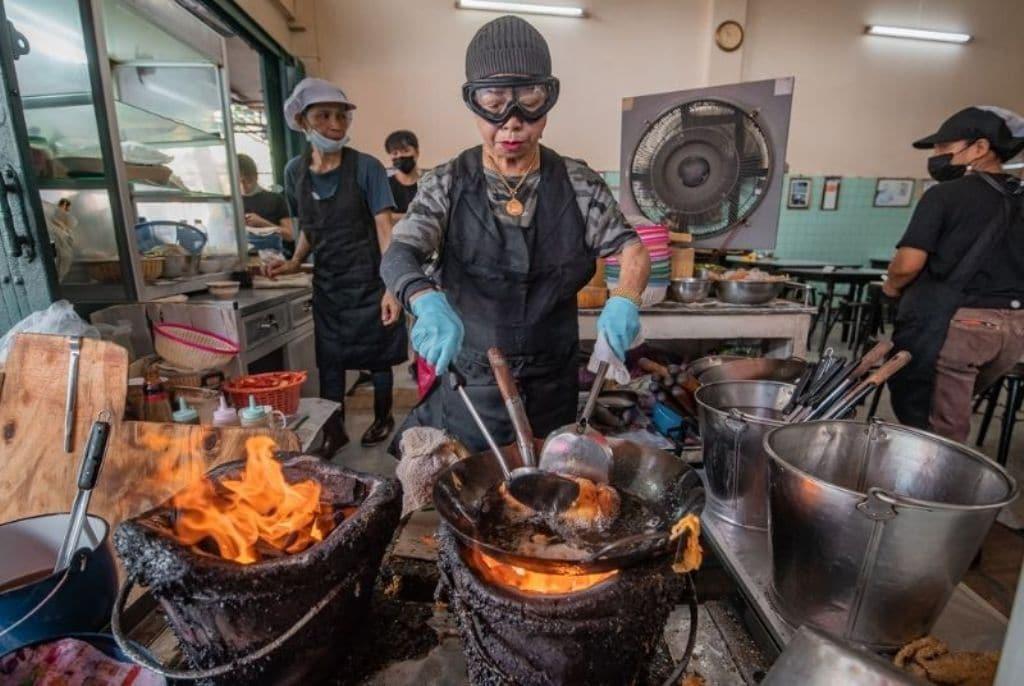 Restaurant, Bangkok's Chef Jay Fai Closes Her Restaurant After Covid-19 Scare
