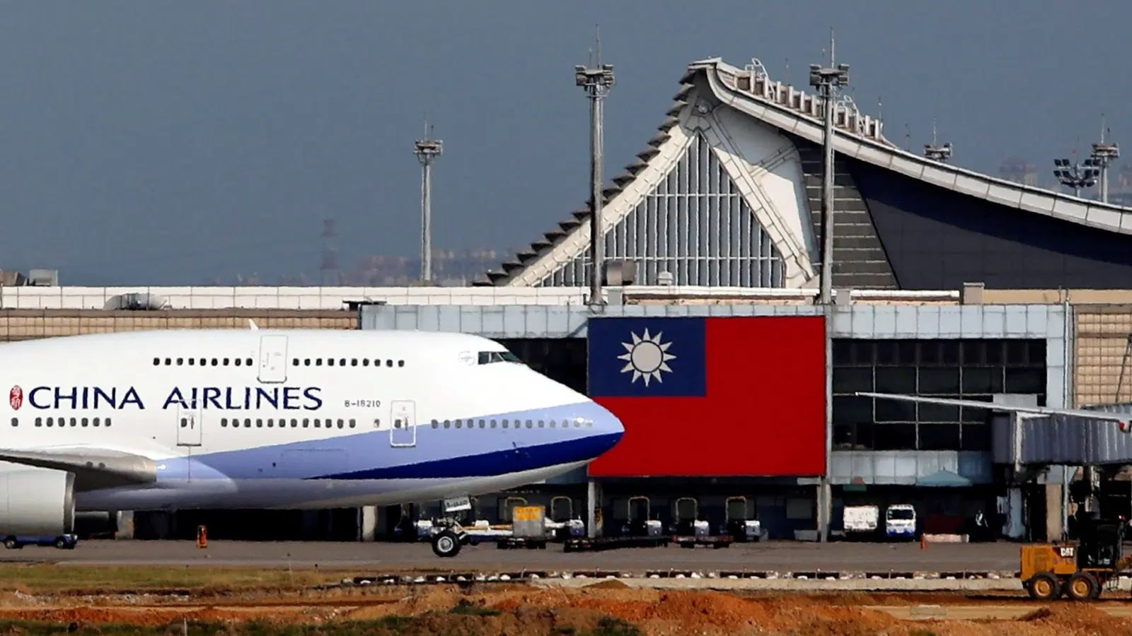 Taiwan Grounds China Airlines, Quarantines Pilots and Crew for 14 Days