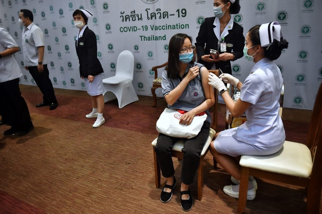 walk-in vaccination, Thailand's Prime Minister Puts a Halt to Walk-in Vaccination Sites