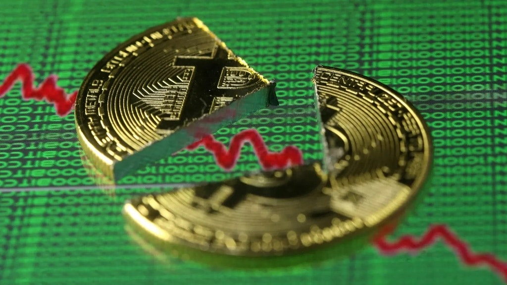 Analysts Predict Cryptocurrency Bitcoin Will Drop Over 40% Percent