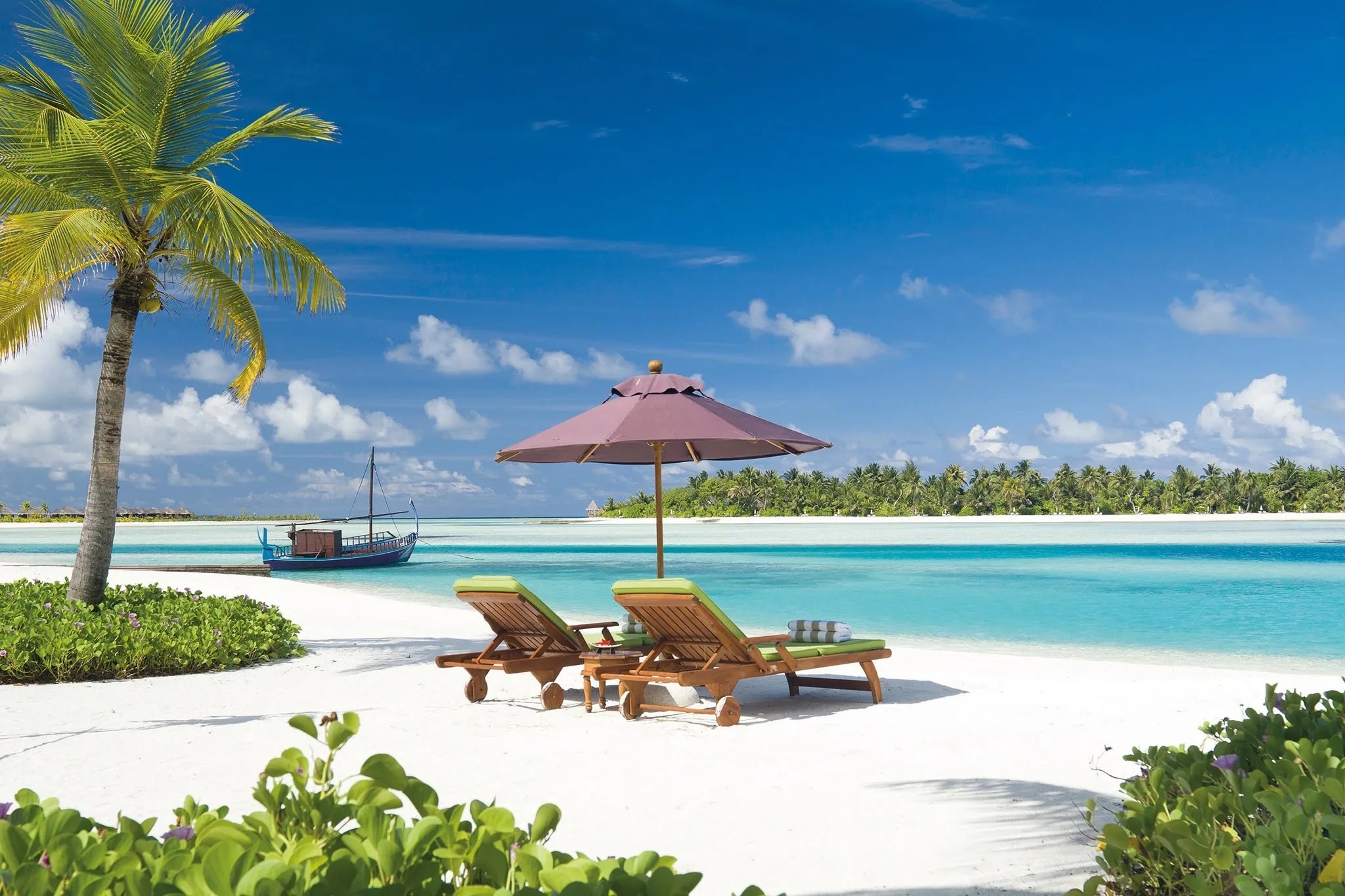 Five Luxurious Maldives Hotels Located on Male on the Indian Ocean