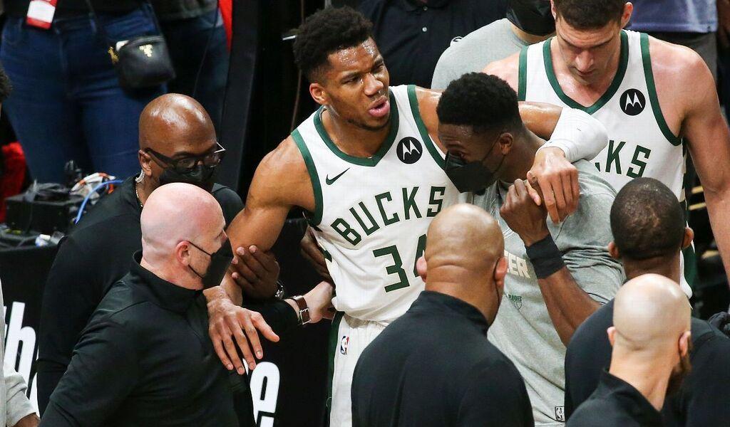 Milwaukee Bucks' Giannis Antetokounmpo Set For Imaging After Hyperextending Left Knee
