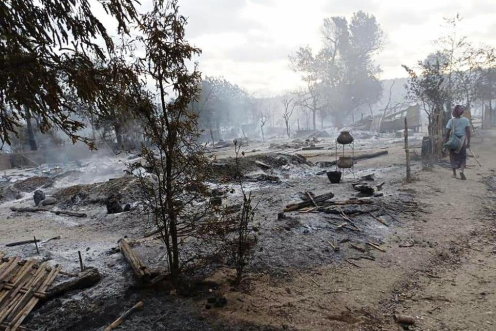 Myanmar fire, myanmar army, junat, village, troops