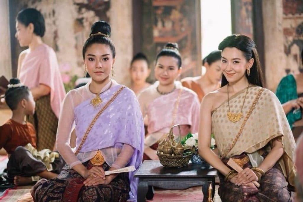Top 5 Thai Fashion Trends For Women in Thailand