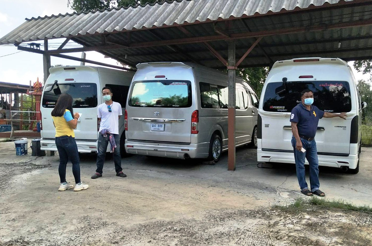 Hundreds of Thailand's Tour Van Operators on the Brink Bankruptcy