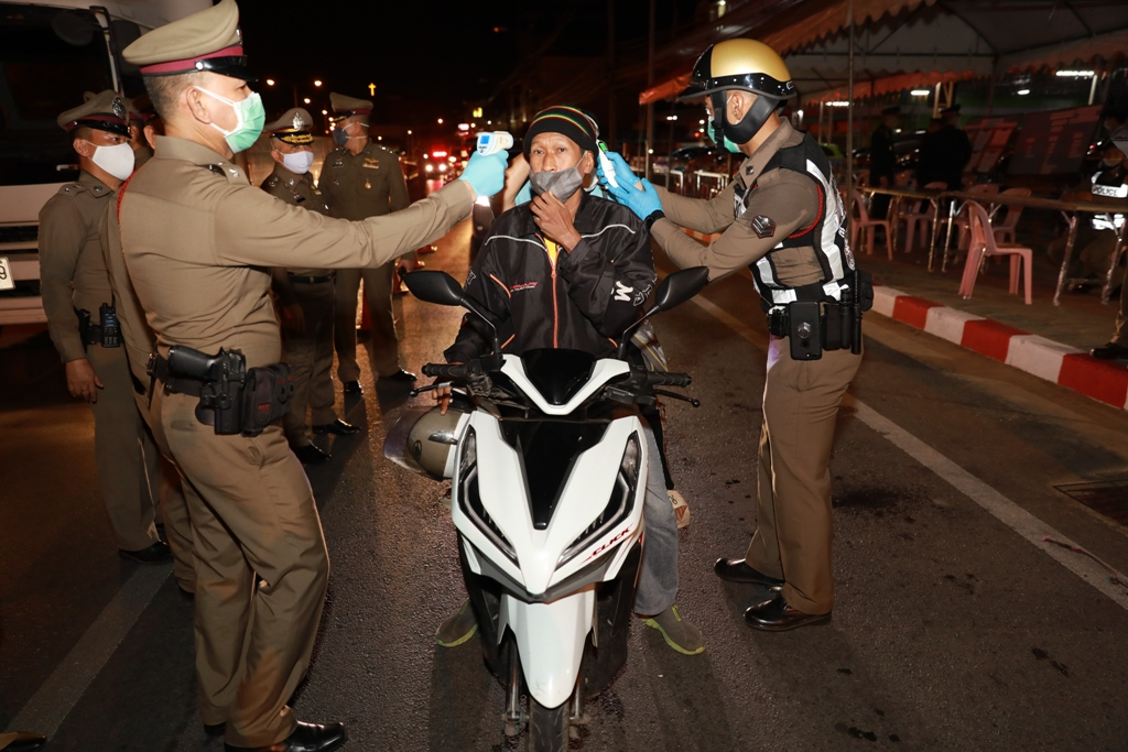 bangkok, Covid-19 Lockdowns and Curfews Extended to 16 More Provinces