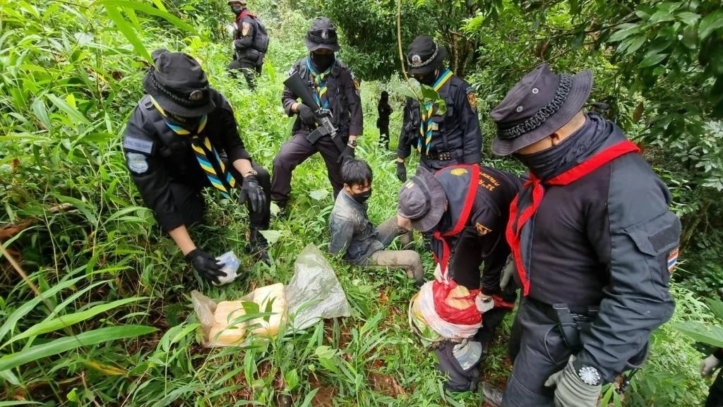 Northern Thailand Task Force Captures Teenage Drug Runners4