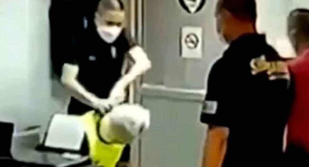 [VIDEO CLIP] Thai Police Officers Allegedly Suffocate Suspect to Death
