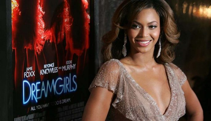 """Beyoncé Knowles attends the """"Dreamgirls"""" premiere at the Ziegfeld Theatre in New York City, December 4, 2006."""