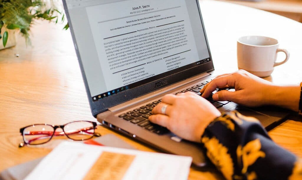 How an Online Resume Writer Can