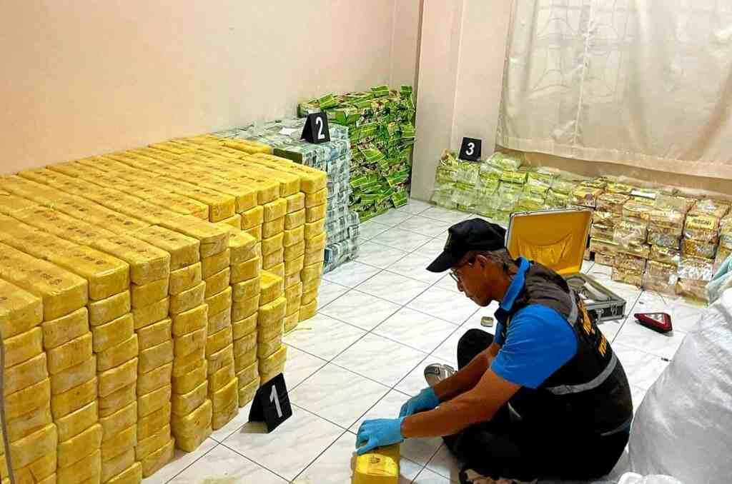 """Thailand, Narcotics Police Make """"Huge Drug Bust"""" in Central Thailand"""