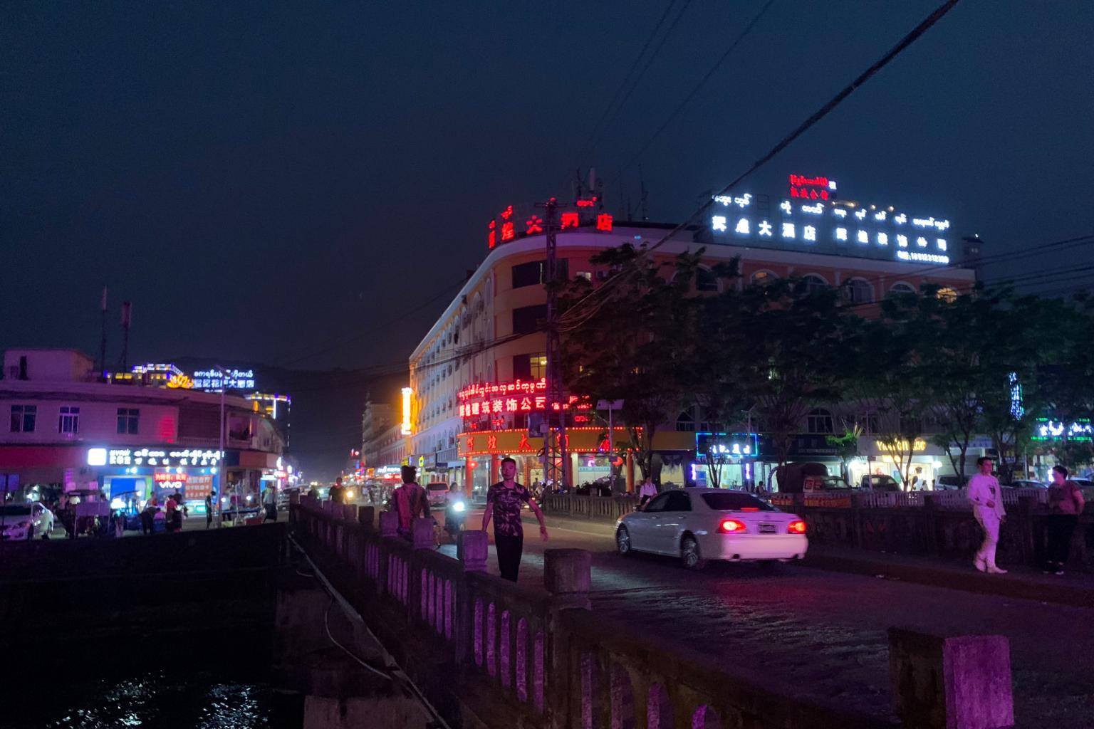 casino-teenagers-myanmar